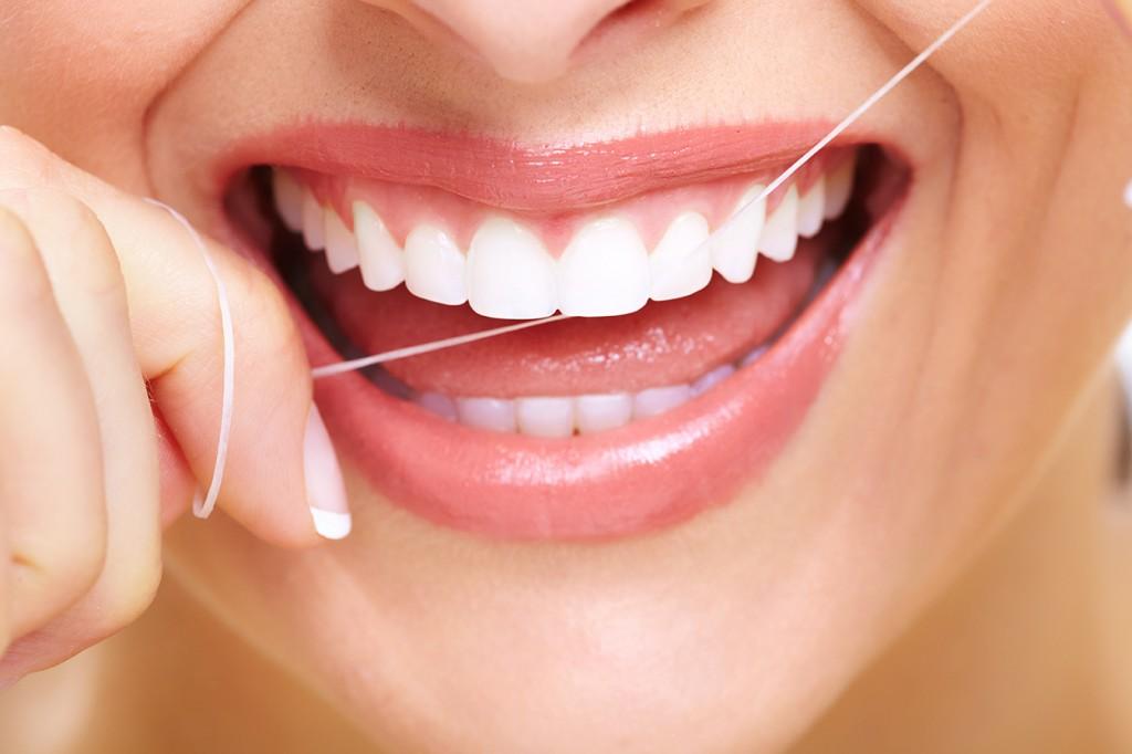 Ako správne používať zubnú niť?
